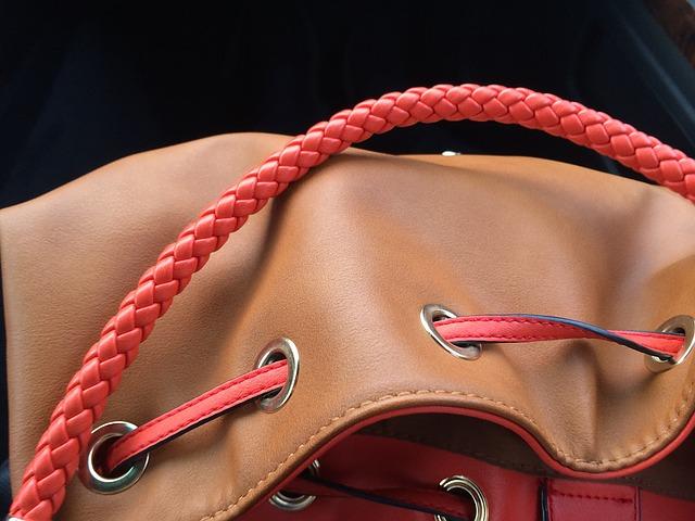kabelka se šňůrou