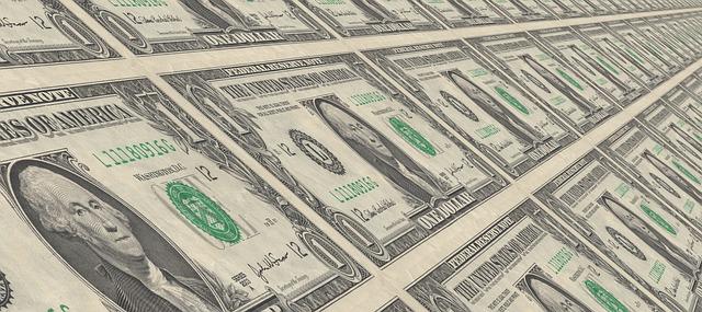 dolarové bankovky v tisku