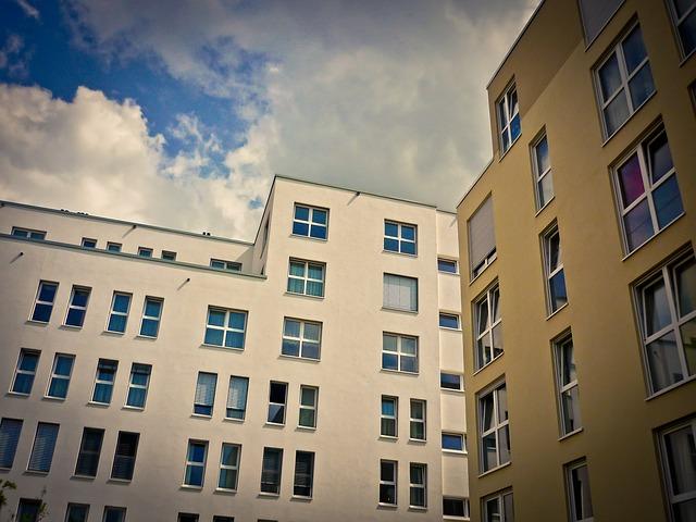 domy, bytovky, okna