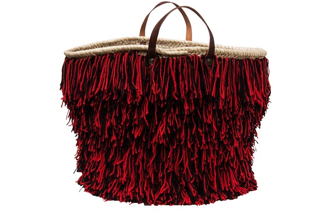 kabelka s třásněmi