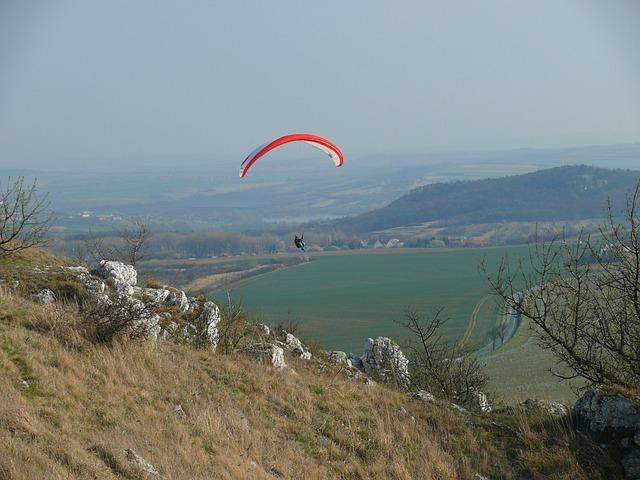 paragliding na Pálavě.jpg