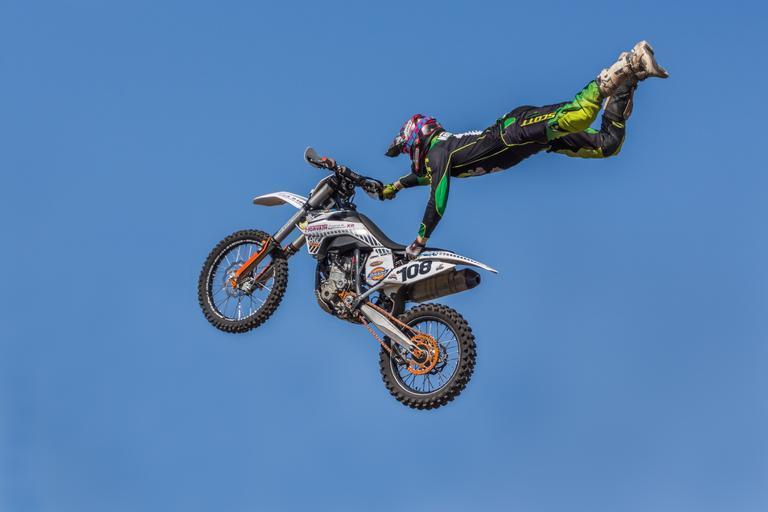 skok s motorkou.jpg